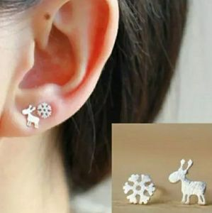 🎄 Tiny Elk & Snowflake Earrings